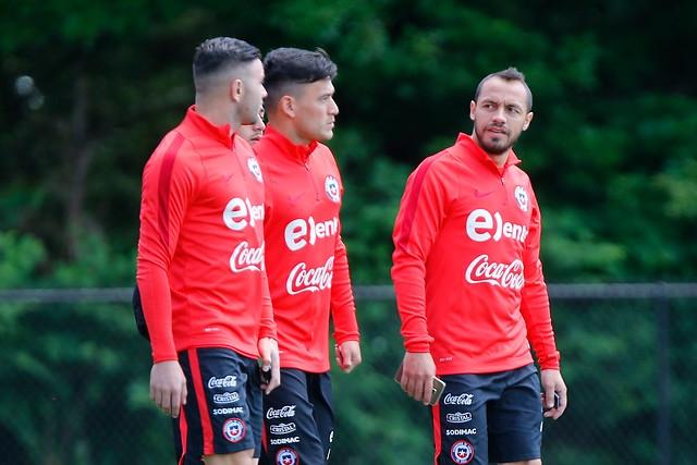 Eugenio Mena, Charles Aránguiz y Marcelo Díaz
