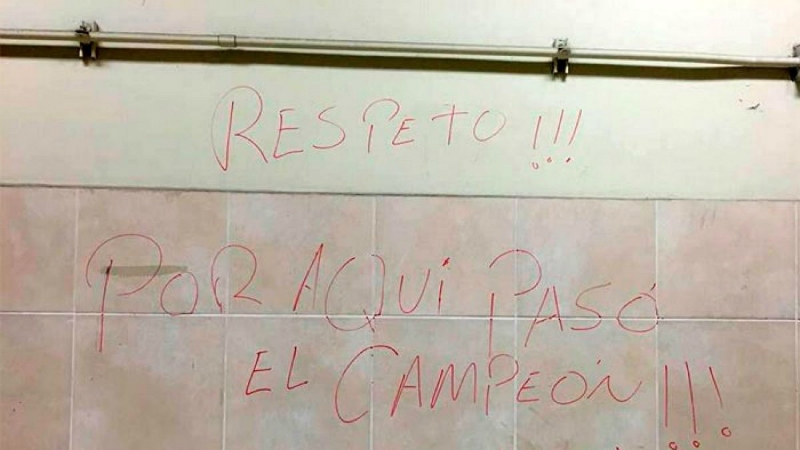 "[VIDEO] ""¿Fuiste tú?"": Arturo Vidal recuerda polémico rayado en Estadio Nacional de Lima"