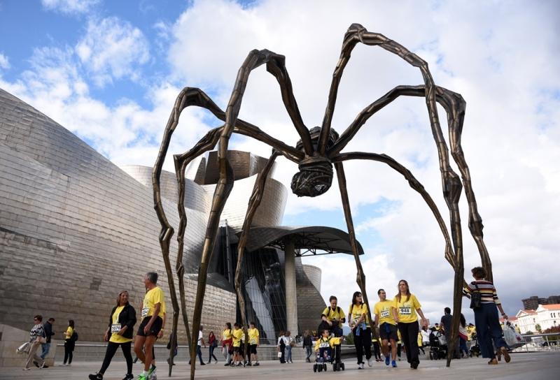 Escultura de Louise Bourgeois en el Museo Guggenheim de Bilbao