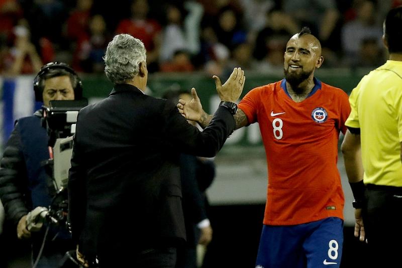 """[FOTOS] El """"absoluto"""" respaldo de Arturo Vidal al técnico Reinaldo Rueda"""