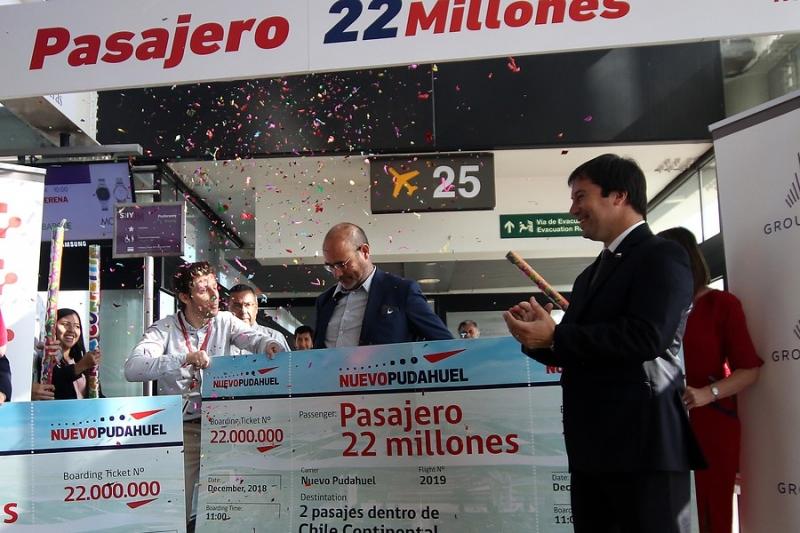 Aeropuerto premia a pasajero que cumplió hito histórico