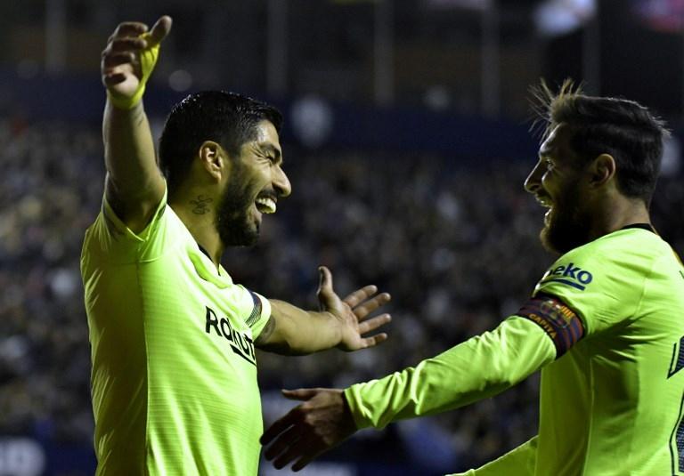 Luis Suárez y Lionel Messi, autores de los dos goles que marcó el Barcelona en el primer tiempo.