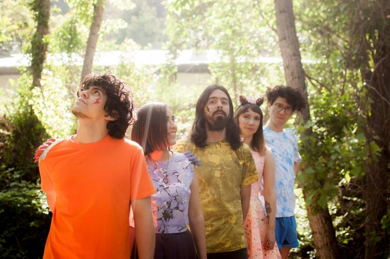 Revista Rolling Stone destaca a tres chilenos entre los 10 mejores discos latinos del 2018