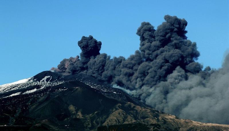 Así fue la impactante erupción del volcán Etna en Italia