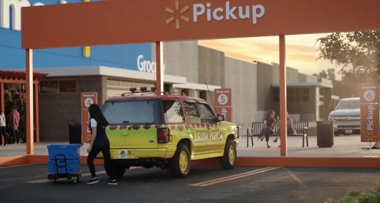 [VIDEO] El espectacular y nostálgico comercial que reúne a los autos más emblemáticos del cine