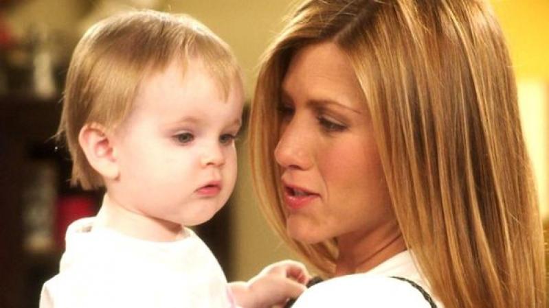 """[VIDEO] Así será el debut de la """"hija de Ross y Rachel en Friends"""" en el cine con 16"""