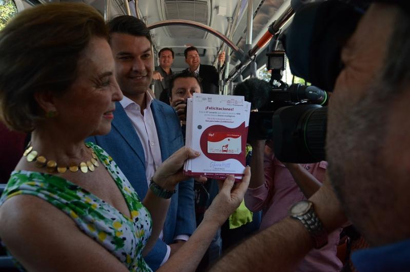 Taxistas acusan a ministra de Transportes de apoyar aplicaciones como Uber y Cabify en Renca
