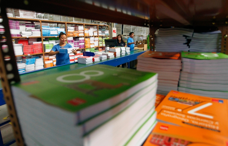 SERNAC oficia a editoriales para transparentar mercado de textos