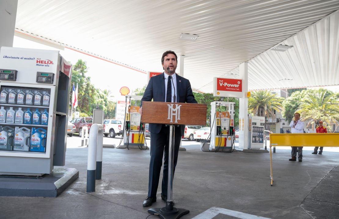 Precios de las bencinas completan baja de 100 pesos este jueves
