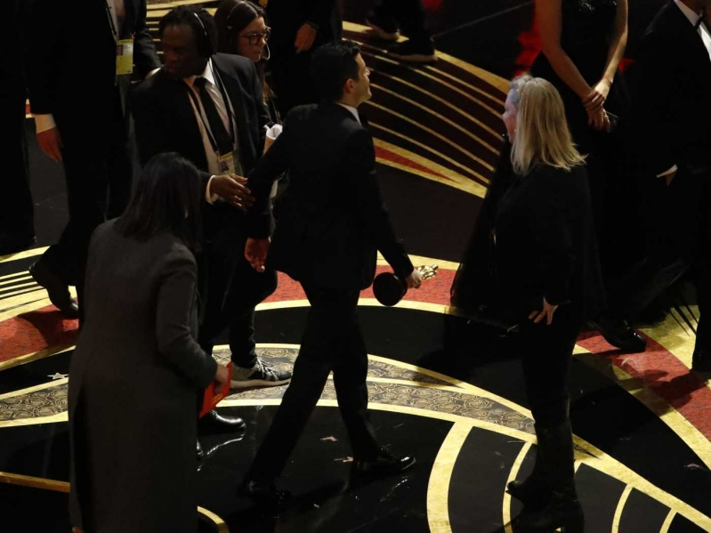 Rami Malek sufre dura caída tras ganar su primer Oscar