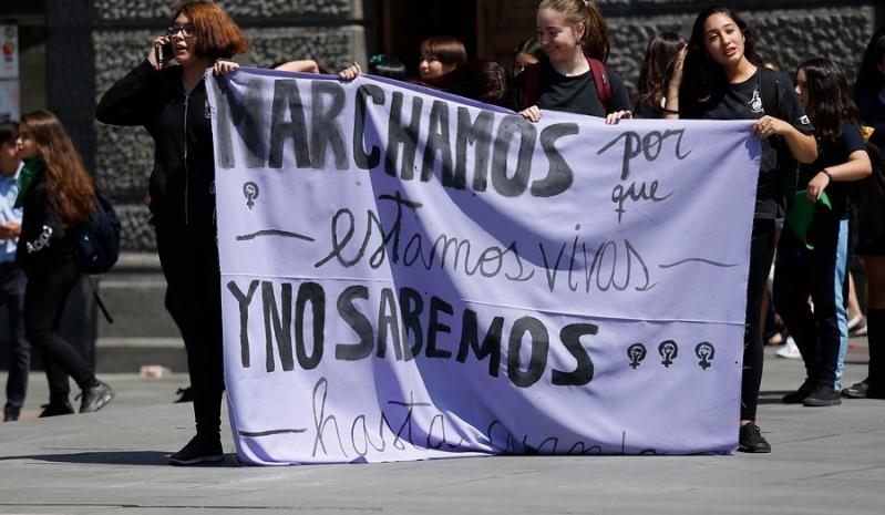 Los carteles que se robaron las miradas en la histórica marcha del #8M en Chile