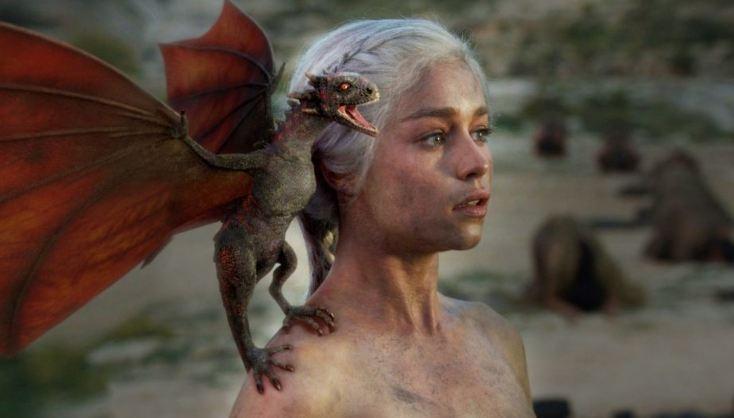 Emilia Clarke revela imágenes tras ser operada en 2011 — Sufrió dos aneurismas