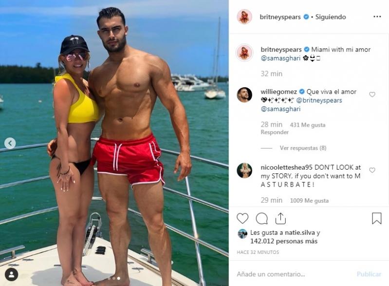 Britney Spears de vacaciones con su novio en Miami