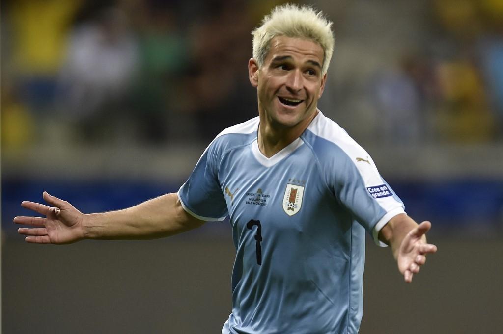 [VIDEO] Uruguay no más: El golazo de Lodeiro que se candidatea a ser el mejor de la primera fecha