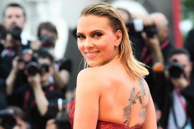 Scarlett Johansson defiende a Woody Allen y cree en su inocencia