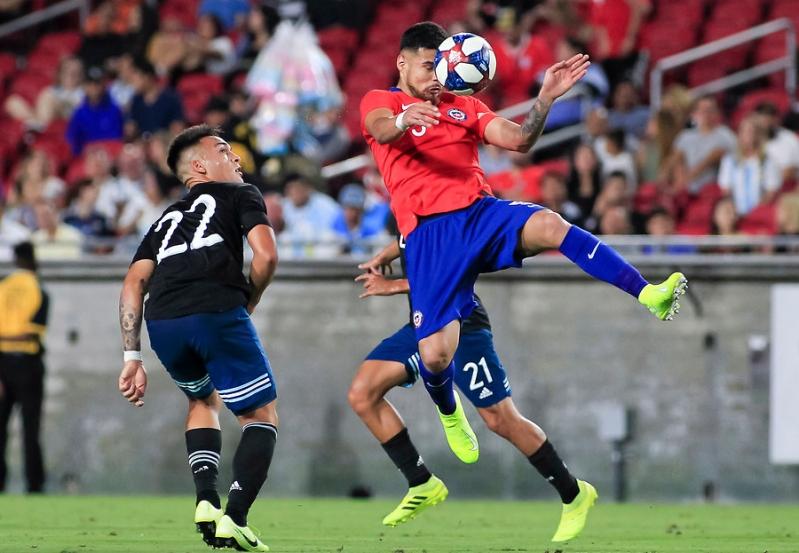Chile empata ante Argentina en discreto amistoso en Los Ángeles