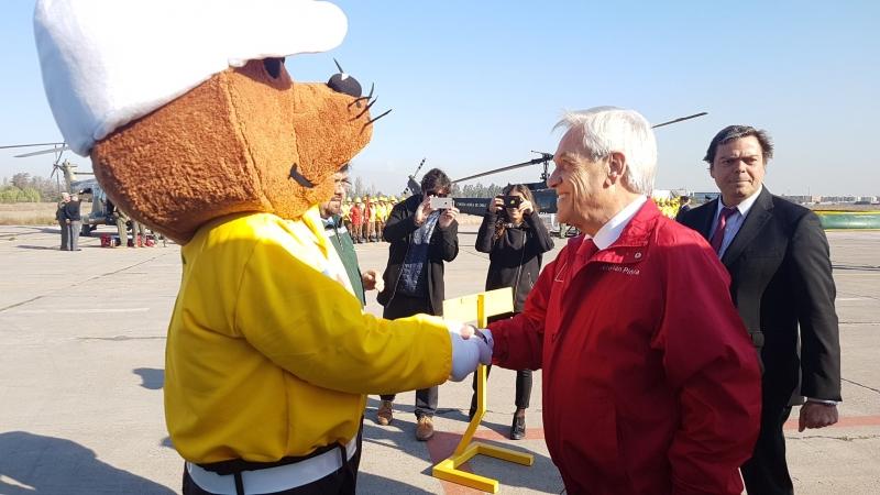 Piñera presenta Plan de Incendios y pide regreso de aeronaves desde Brasil y Paraguay