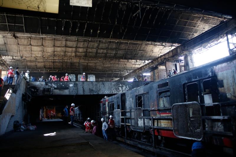 Metro de Santiago no cuenta con seguro para reparar trenes y estaciones