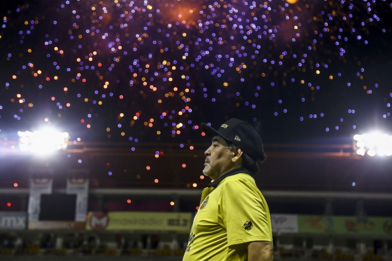 El cuestionable gesto de Maradona con niños hinchas de Dorados