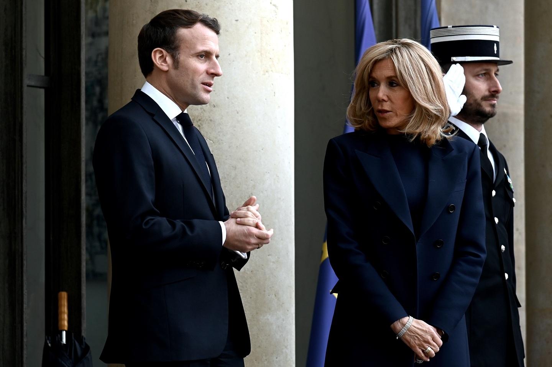Macron Y Su Esposa Fueron Evacuados De Teatro Por Posible Funa Tele 13