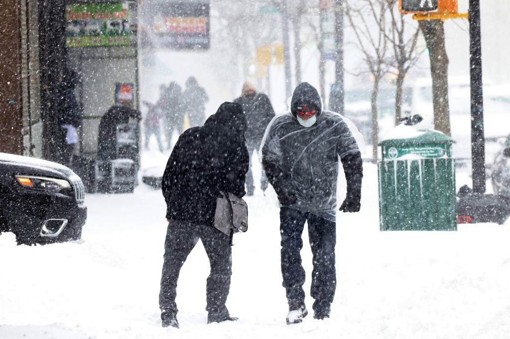 Poderosa tormenta de nieve azota Nueva York y el noreste de EEUU | Tele 13