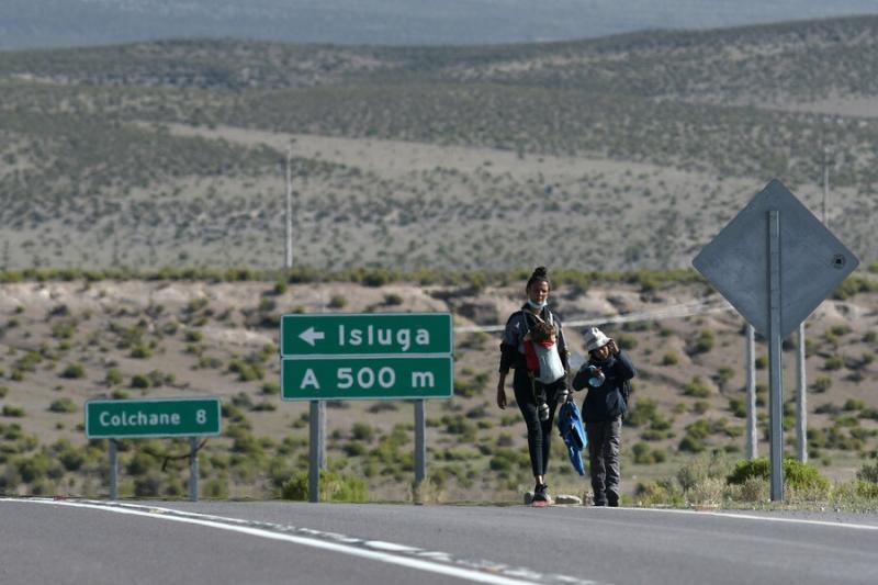 """Kast pide """"detener y expulsar cuanto antes"""" a los migrantes que han ingresado a Chile por Colchane"""