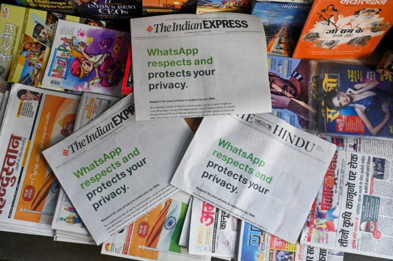 Facebook compró espacios en diarios indios como propaganda a sus nuevos términos. Foto: AFP