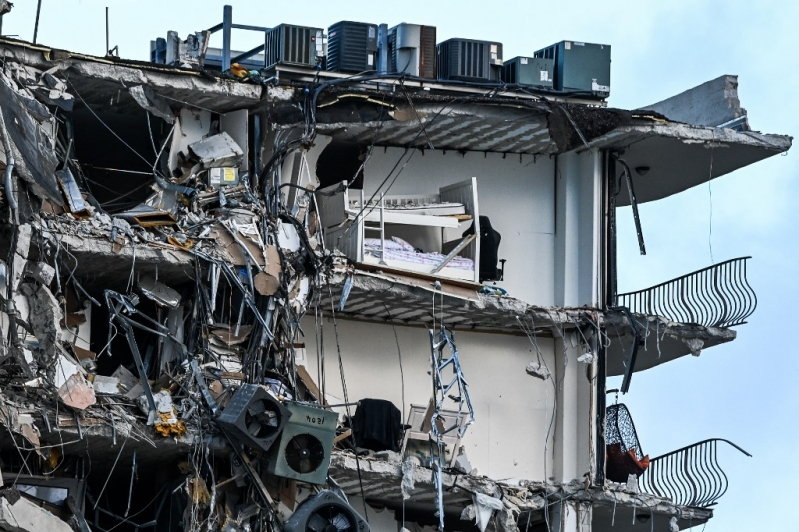 Aumentan a cuatro los muertos por derrumbe de edificio en Miami