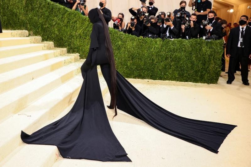 Kim Kardashian sorprende en la MET Gala 2021 vestida completamente de negro