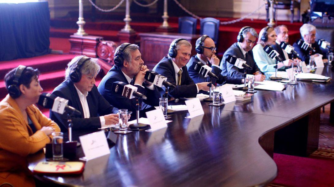 Emplazamientos a Piñera y Guillier marcan debate de la ARCHI