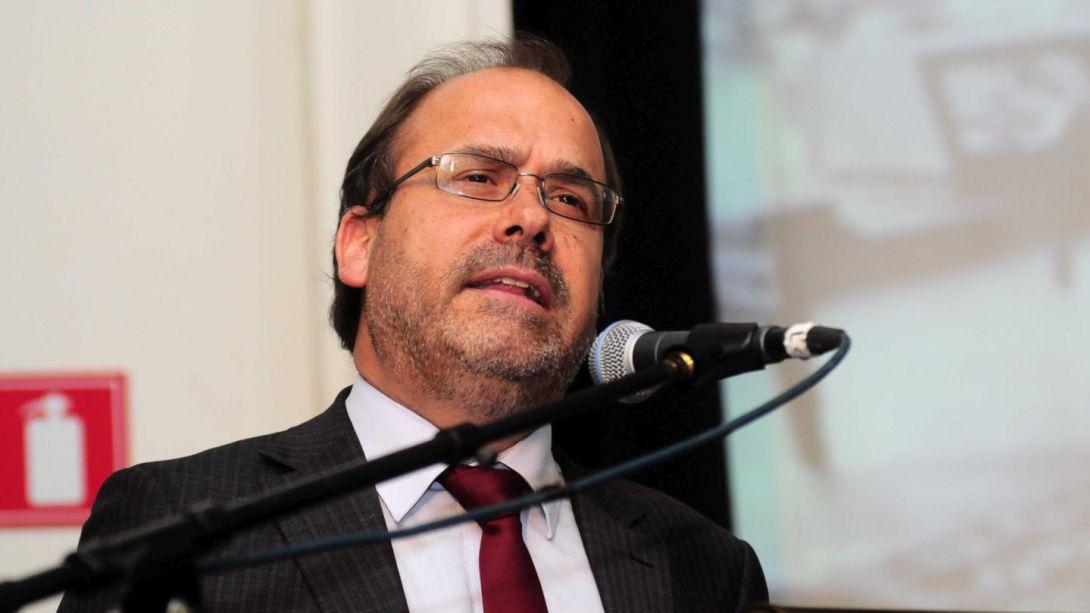 Undurraga niega coordinación de ministros en críticas a programa de Piñera