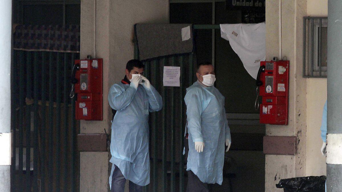 Activan protocolos sanitarios en Hospital Barros Luco ante posible caso de ébola