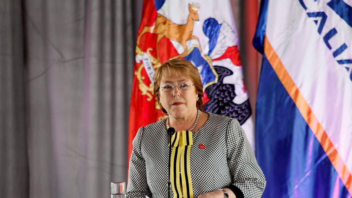 Bachelet solicita informe y pide prudencia tras dichos de embajador chileno en Uruguay