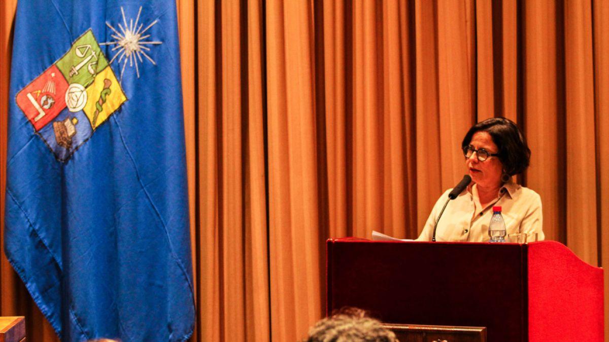 Ministra de Cultura prepara nueva política del libro sobre la literatura indígena y regional