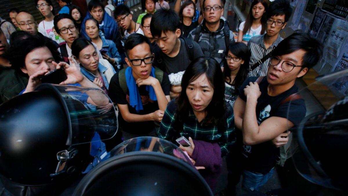Hong Kong: Estudiantes vuelven a tomarse las calles y enfrentar a la policía