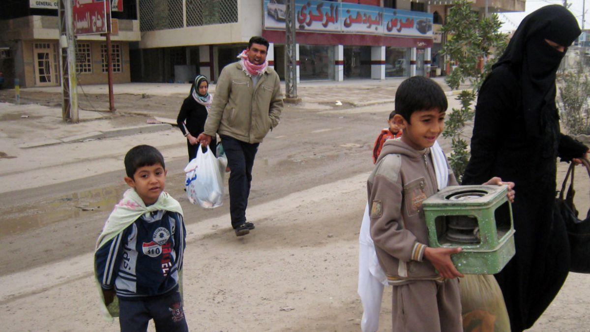 Decretan toque de queda en ciudad irakí por avance de ISIS