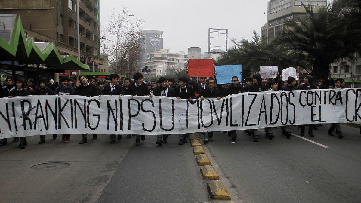 Padres se reunirán con concejo municipal de Santiago por éxodo en liceos emblemáticos