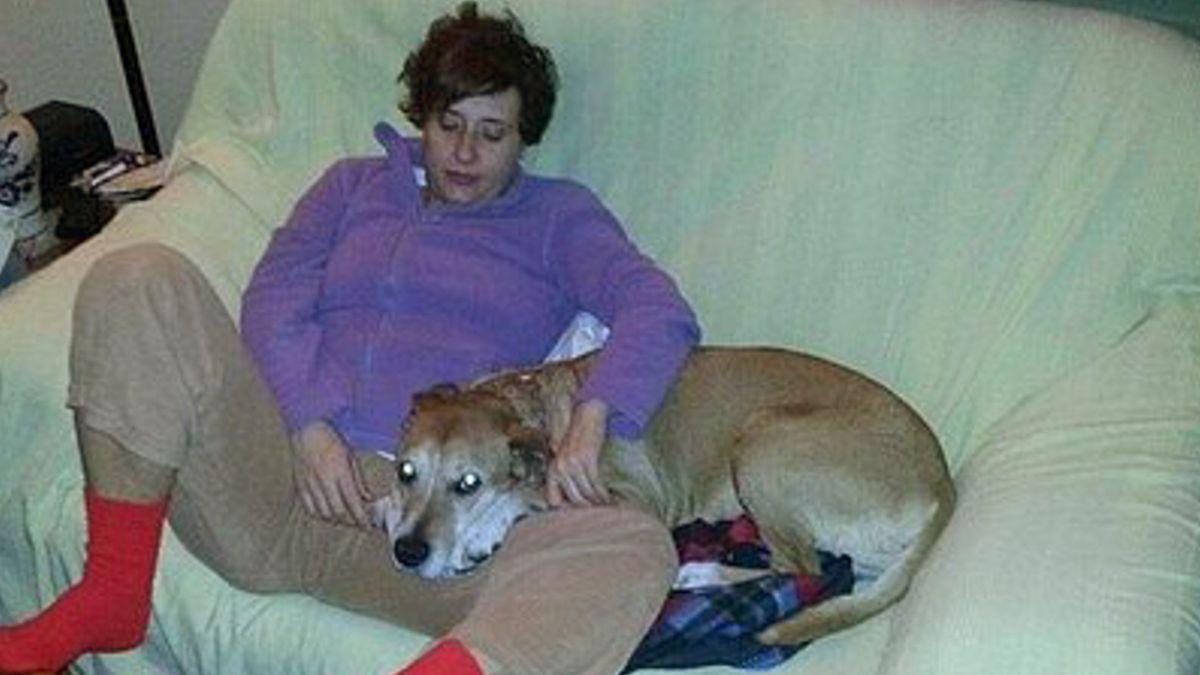 Enfermera curada de ébola en España cuyo perro fue sacrificado, adopta nueva mascota