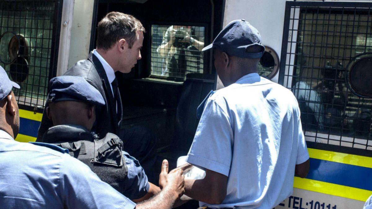 Oscar Pistorius ingresa a cárcel donde cumplirá sentencia de cinco años