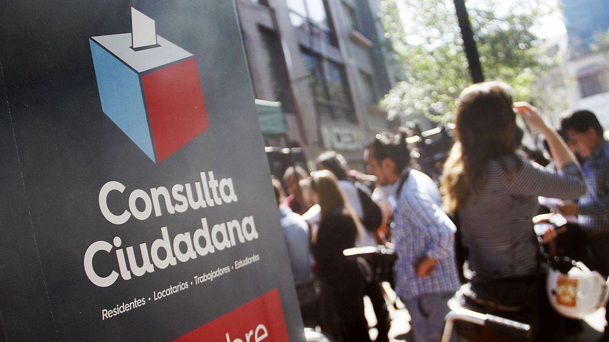 La consulta de Santiago en cifras: Se mantiene nombre de cerro y horario de botillerías