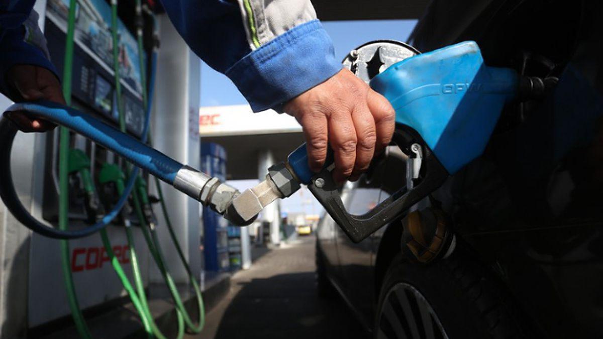 Bencinas bajarán hasta 8,6 pesos por litro desde este jueves