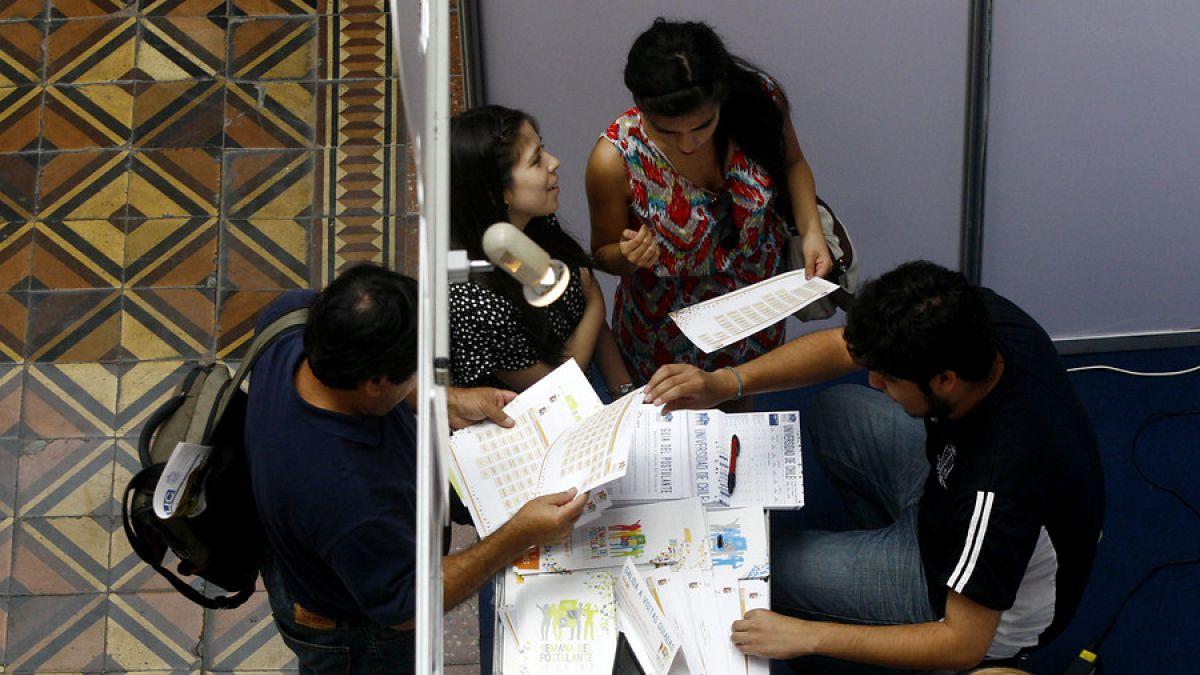 Mineduc amplía plazo para postulación a becas desde segundo año para Educación Superior