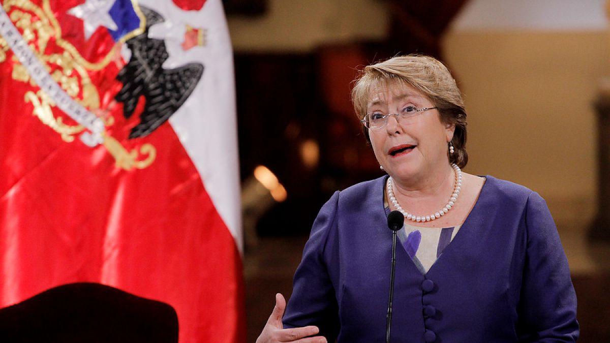 Bachelet anuncia que el embarazo dejará de ser preexistencia de salud