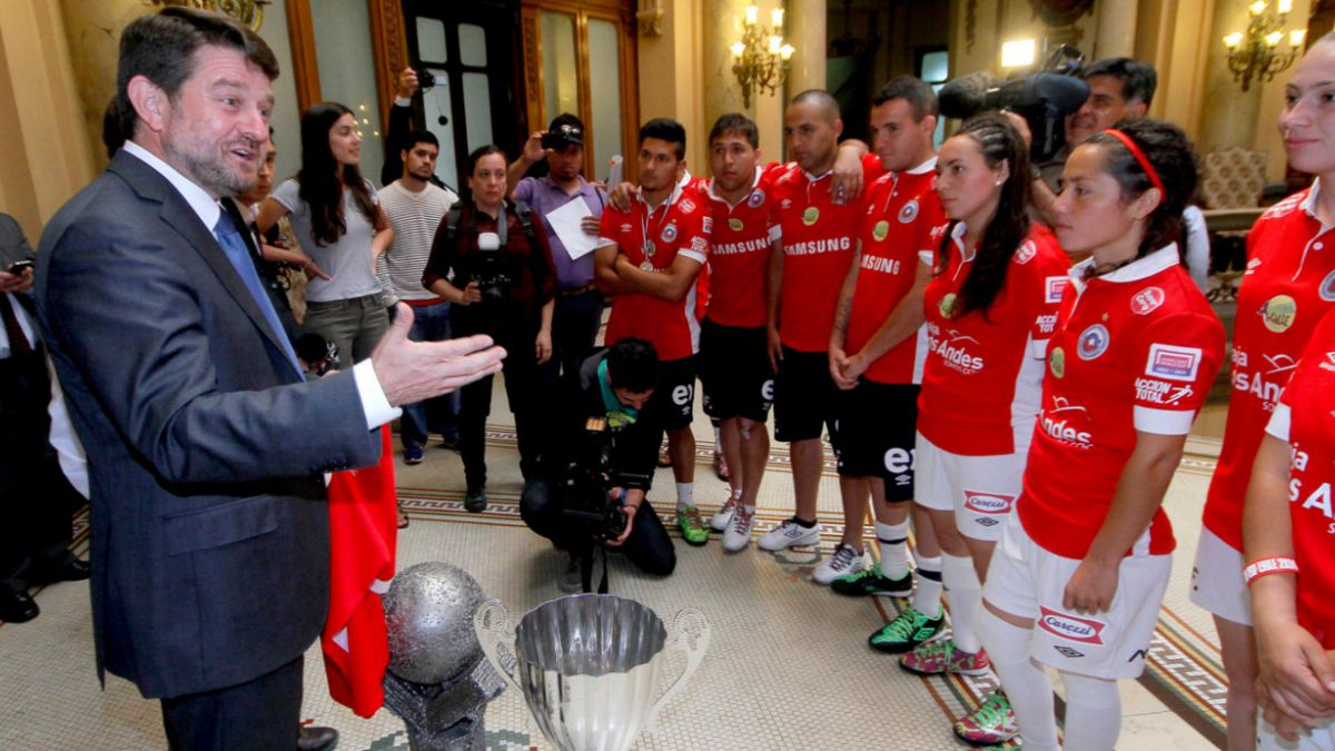Intendente Metropolitano recibió a campeones chilenos del Mundial de Fútbol Calle