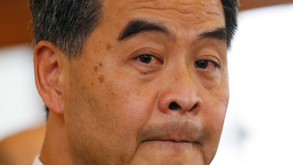 Gobernador de Hong Kong se disculpa por declaraciones en que criticó elecciones libres