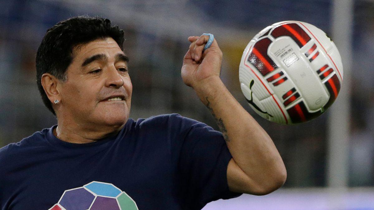 [VIDEO] Maradona se duerme en acto oficial en Venezuela