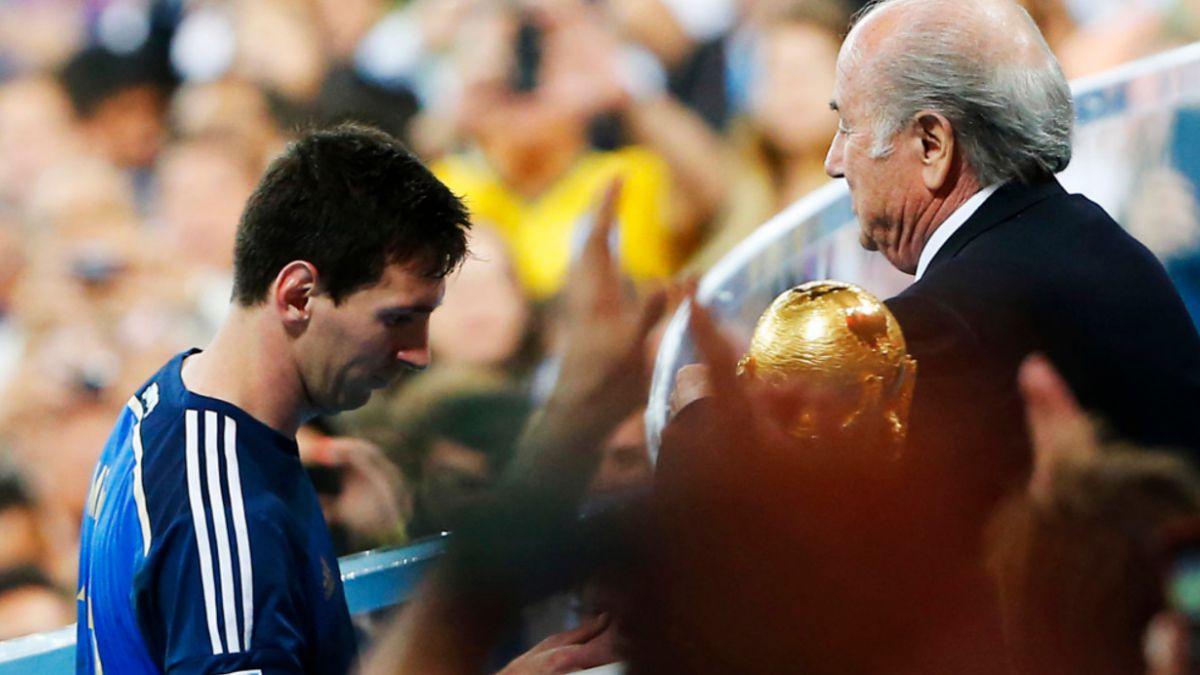 Joseph Blatter considera un error darle a Lionel Messi el Balón de Oro en Brasil 2014