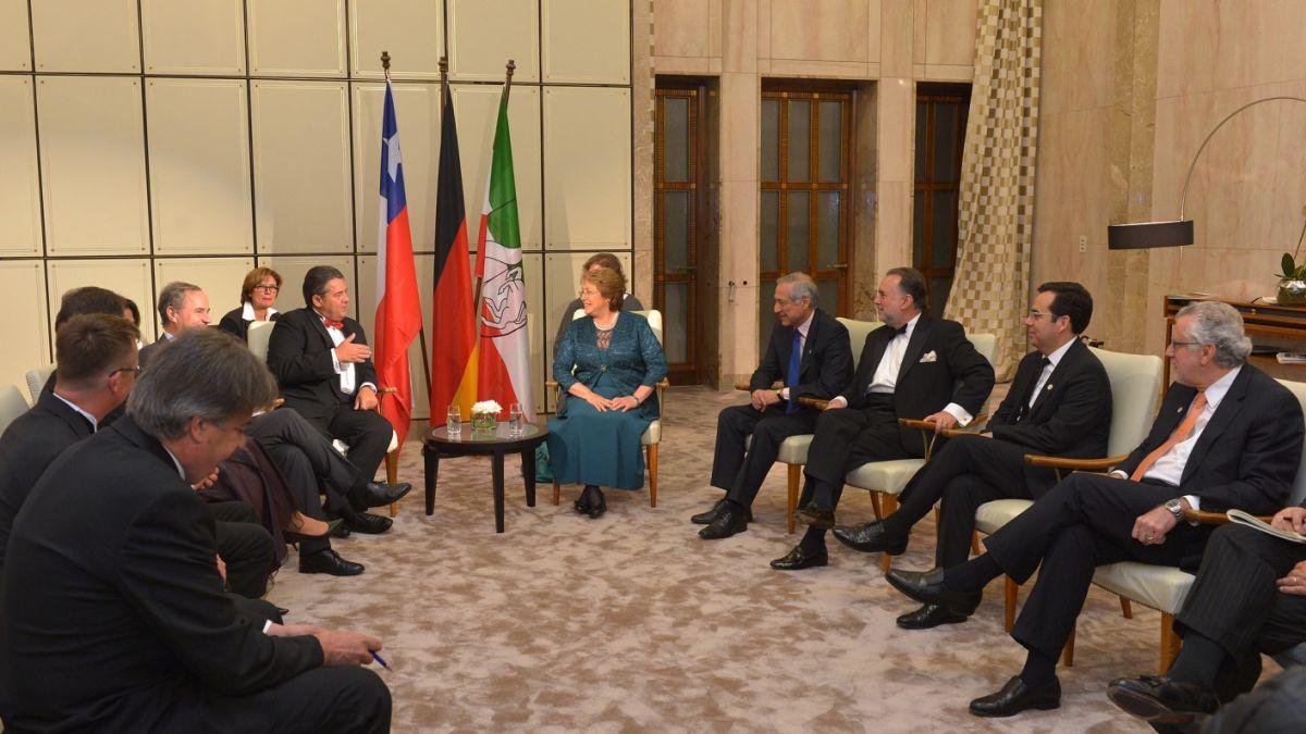 Bachelet refuerza llamado a invertir en Chile: Es una economía bien evaluada