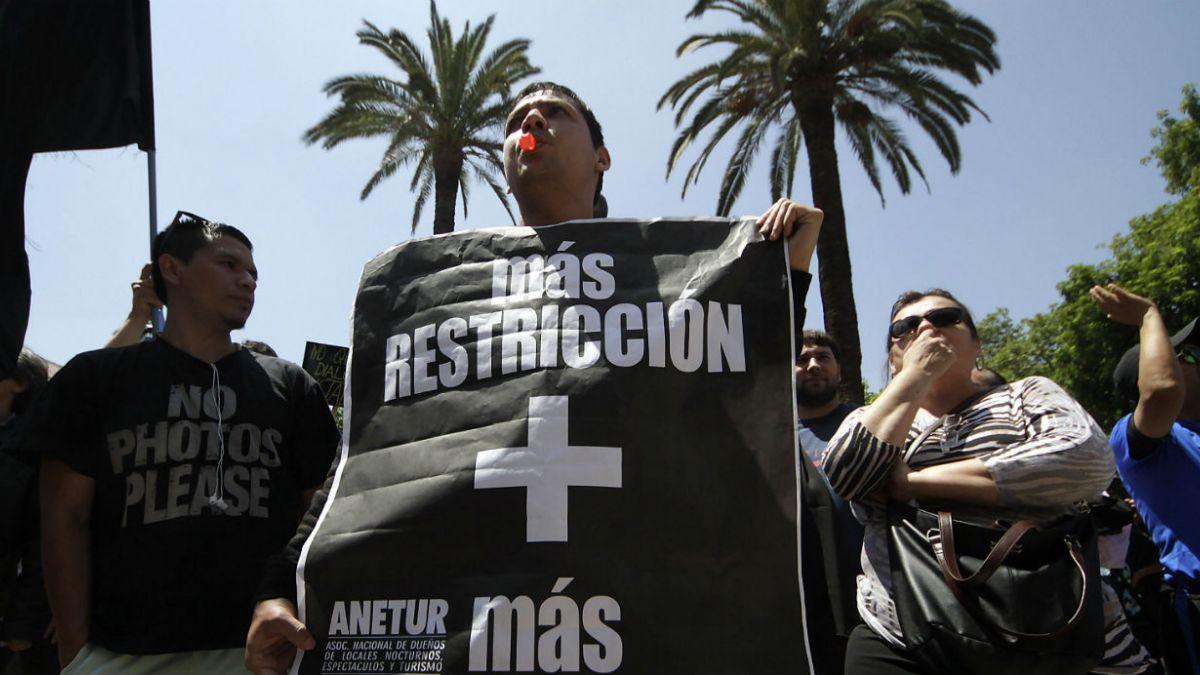 Providencia rechaza agresiones contra concejales y alcaldesa en protesta de locatarios