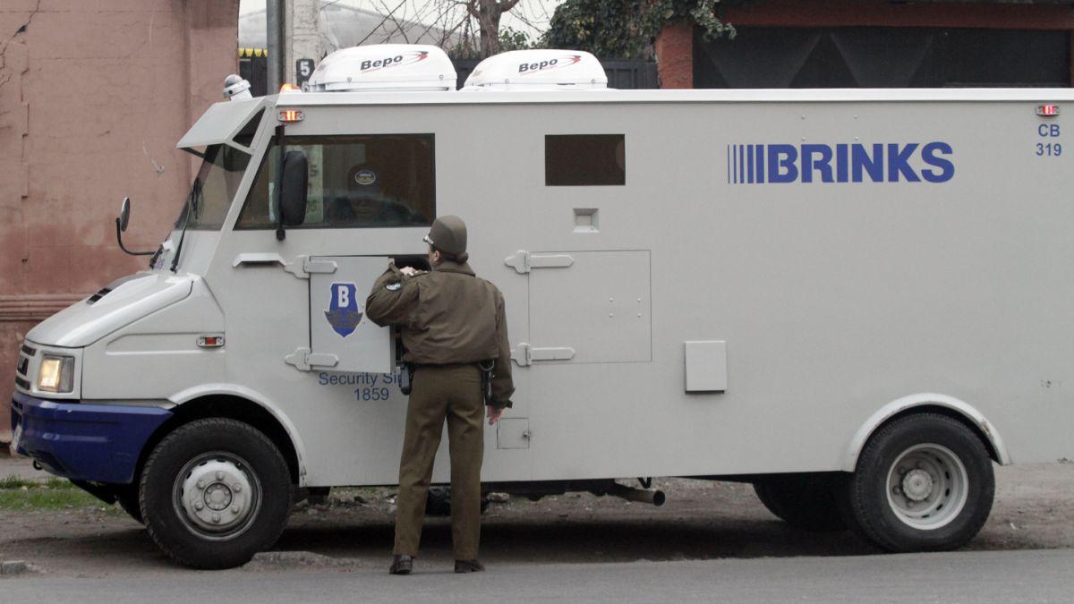 PDI detiene a dos sospechosos de robo a camión de valores por $260 millones
